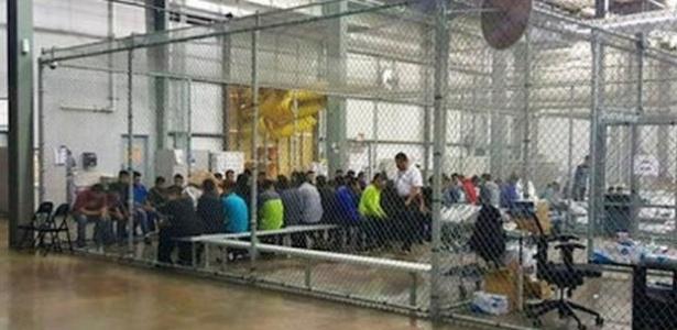 Estados Unidos detêm famílias imigrantes em fronteira  - AFP