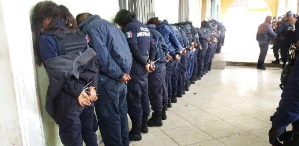 24.jun.2018 - 28 policiais do município de Ocampo, no México, foram presos depois de tentarem impedir a detenção do diretor de Segurança Pública local, que é investigado por um assassinato - EFE