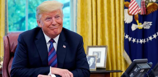 Trump durante conversa telefônica com Peña Nieto - Kevin Lamarque/Reuters