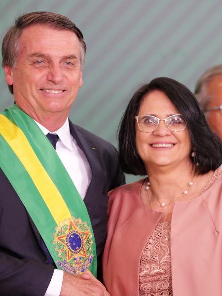 1º.jan.2019 - O presidente da República, Jair Bolsonaro, e a Ministra da mulher, Família e Direitos Humanos, Damares Alves - FÁTIMA MEIRA/FUTURA PRESS/FUTURA PRESS/ESTADÃO CONTEÚDO