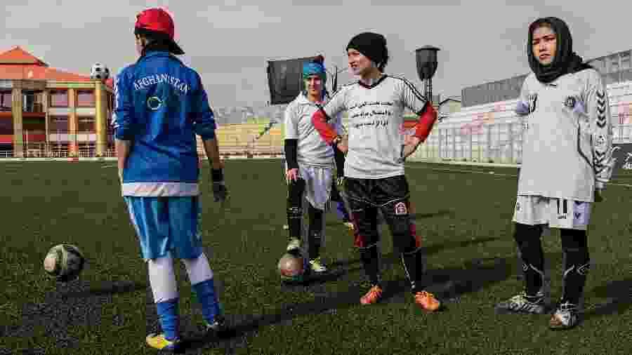 Jogadoras da seleção feminina de futebol do Afeganistão, time que não existiria no regime do Taleban - Adam Ferguson/The New York Times