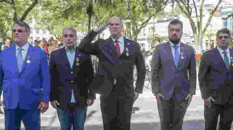 O petista André Ceciliano (segundo a partir da esqueda), presidente da Alerj, e Wilson Witzel (ao centro), do PSL e governador do Rio - Rafael Wallace/Alerj/Divulgação