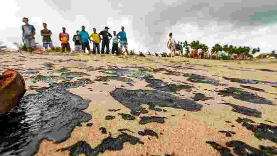 22.out.2019 - Vazamento de petróleo em Alagoas: mancha de óleo gigante aparece em Jarapatinga - Felipe Brasil/Instituto do Meio Ambiente de Alagoas / Divulgação