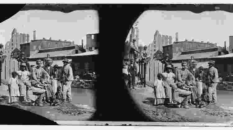 Grupo de homens, mulheres e crianças negras livres na Virgínia, em 1865 - Biblioteca do Congresso dos EUA - Biblioteca do Congresso dos EUA