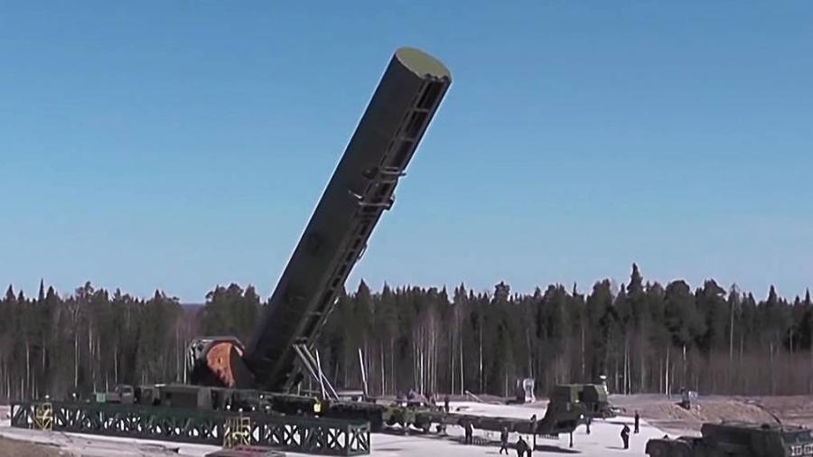 O míssil hipersônico RS-18 Sarmat acoplado em uma base militar russa - Divulgação/Ministério da Defesa da Rússia