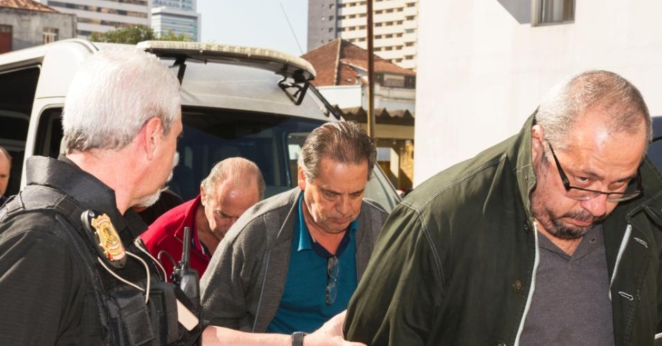 4.ago.2015 - Luiz Eduardo Oliveira e Silva, irmão do ex-ministro José Dirceu, detido na operação Lava Jato, chega ao IML de Curitiba (PR) para realizar exame de corpo de delito