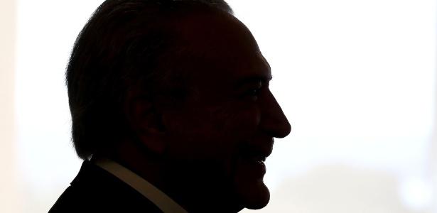 Temer no Palácio do Planalto; início de governo marcado por polêmicas