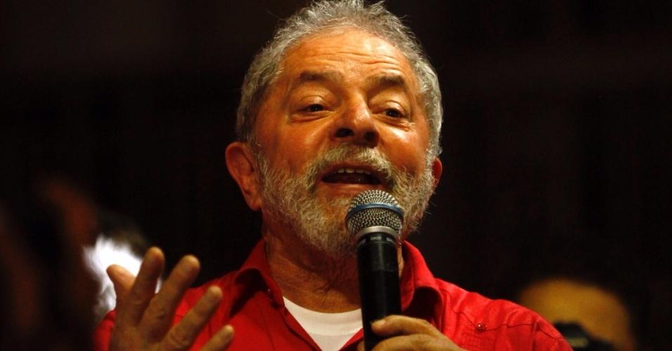 13.jul.2016 - O ex-presidente Luiz Inácio Lula da Silva participa de ato contra o impeachment da presidente afastada, Dilma Rousseff, no Recife. Lula defendeu Dilma e criticou a Operação Lava Jato