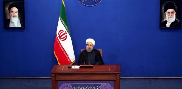 O presidente do Irã, Hassan Rouhani, dá coletiva de imprensa em Teerã