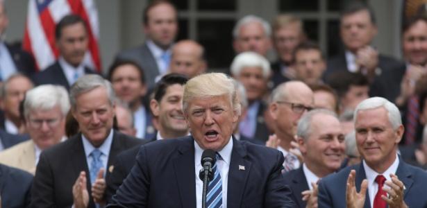 4.mai.2017 - Diante de congressistas republicanos, Donald Trump discursa na Casa Branca logo após a Câmara dos EUA revogar o Obamacare e aprovar a reforma da saúde proposta pelo governo do republicano