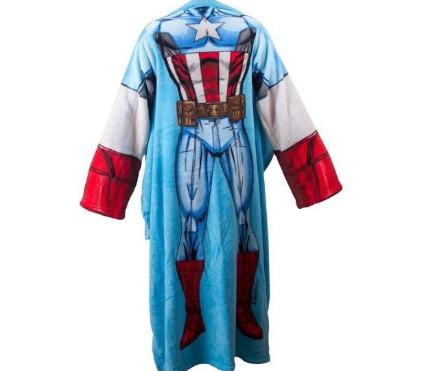 Cobertor com manga do Capitão América, da marca Zona Criativa, criada pela empresa Pillowtex, do empresário Mahmoud El Orra