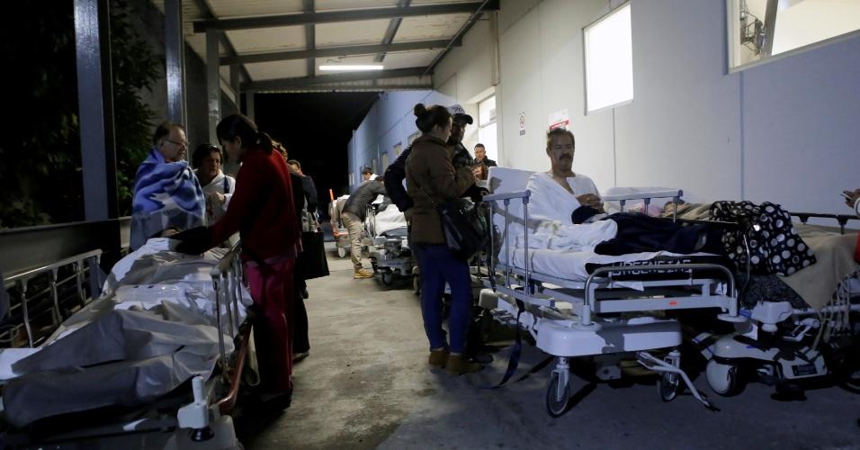 8.set.2017- Pacientes e funcionários são retirados de hospital, após terremoto de 8.2 graus na escala Richter que atingiu o México