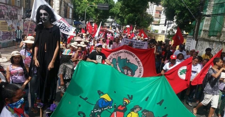 8.mar.2018 - Mulheres do MST fazem passeata no centro de Belém (PA) durante a Jornada Nacional de Luta das Mulheres Sem Terra, que marca do Dia Internacional da Mulher