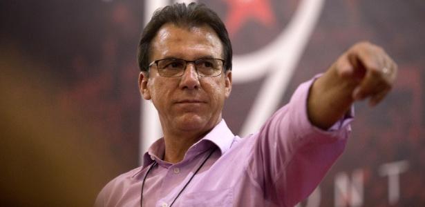 24.mar.2018 - Luiz Marinho, pré-candidato ao governo do estado de São Paulo pelo PT, durante as prévias do partido