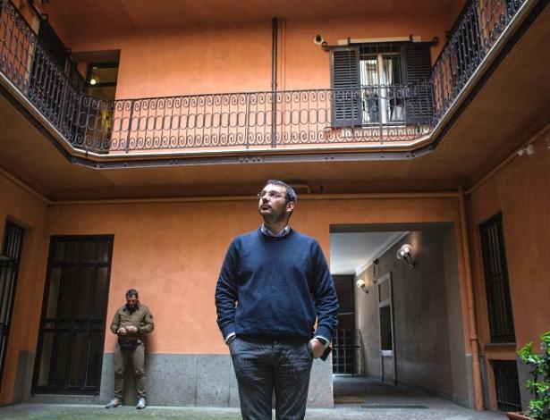 Paolo Borrometi, um jornalista que vive proteção policial, em Roma