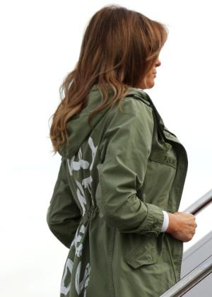 21.jun.18 - Melania Trump embarca para o México usando jaqueta que causou polêmica  - Kevin Lamarque/Reuters