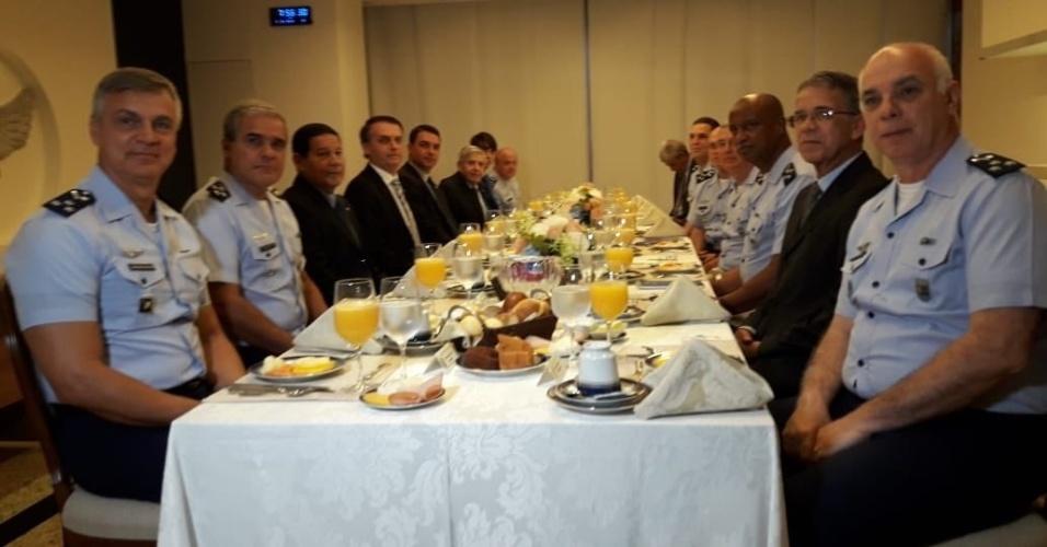 O presidente eleito, Jair Bolsonaro (PSL), participa nesta quarta-feira (7) de um café da manhã com oficiais da Aeronáutica em Brasília