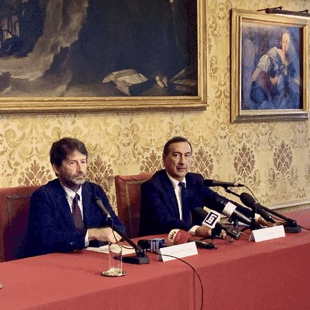 09.dez.2019 - Beppe Sala (à dir.), prefeito de Milão, durante anúncio da construção do Museu Nacional da Resistência na cidade - Reprodução/Twitter