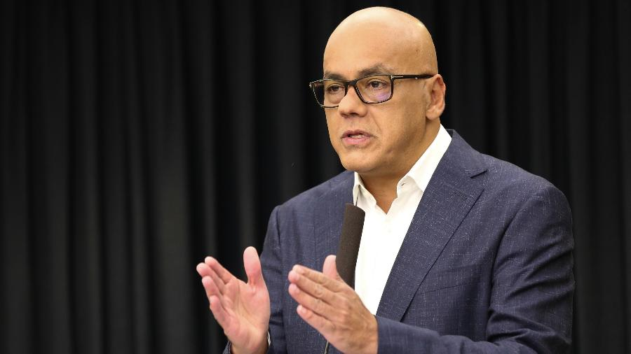 """Sem provas, o ministro Jorge Rodríguez disse que países vizinhos usam ex-militares venezuelanos para """"semear a violência e a morte"""" - Presidência da Venezuela/Xinhua"""