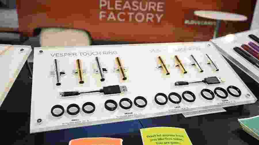 Vibradores são apresentados durante o Salão Internacional da Eletrônica de Consumo (CES) em Las Vegas, nos Estados Unidos - Robyn Beck/AFP