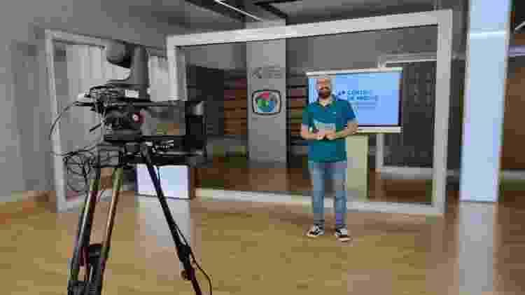 Professor Rodrigo Baglini prepara vídeo aula no Centro de Mídias - Divulgação - Divulgação