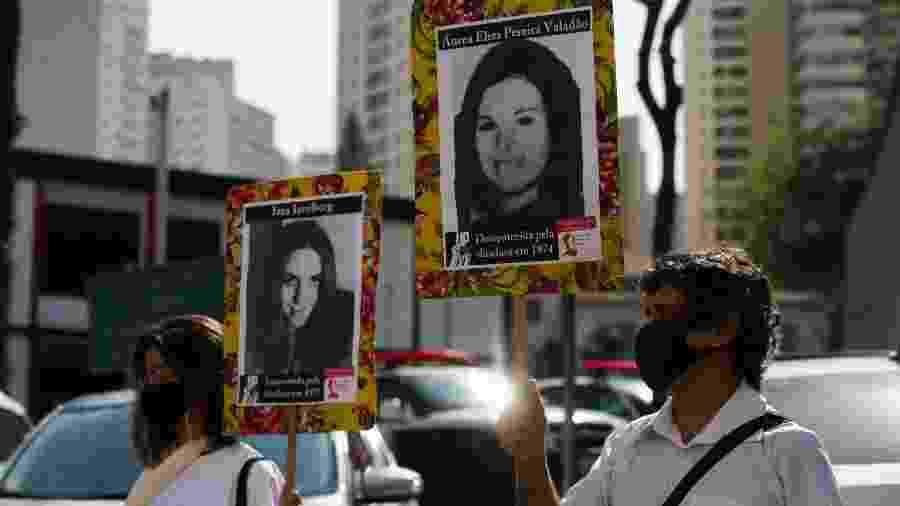 Vala de Perus: ato realizado em frente ao antigo DOI-Codi, onde presos políticos eram torturados durante a ditadura - Alice Vergueiro/Estadão Conteúdo