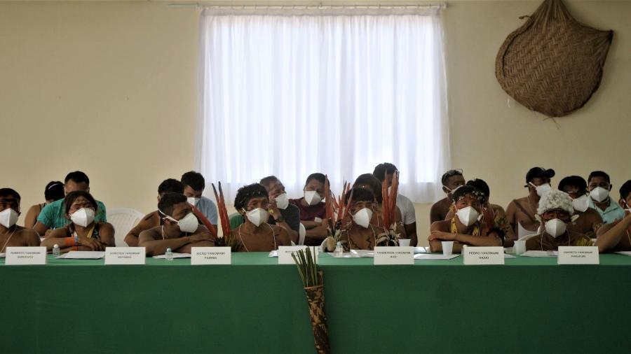 "Reunião do conselho distrital de saúde indígena Yanomami em março de 2020 - Pieter Van Eecke/Clin d""Oeil Films/Rede Pró-YY"