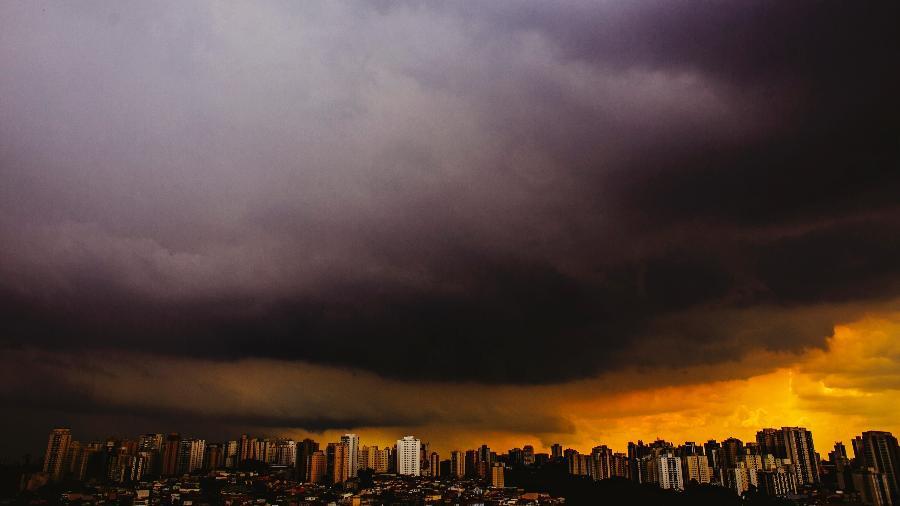 24 fev. 2021 - CGE coloca cidade de São Paulo em estado de atenção para alagamentos - LÉO PINHEIRO/ESTADÃO CONTEÚDO
