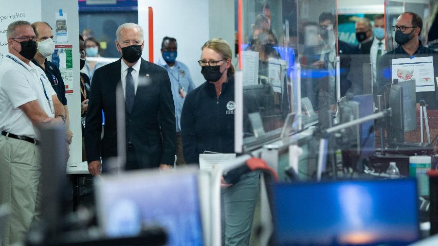 Presidente Joe Biden visita sede do órgão do governo de defesa civil para acompanhar medidas de apoio à população atingida pelo furacão Ida - SAUL LOEB/AFP