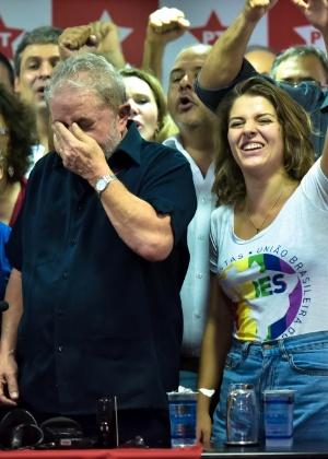 O ex-presidente Luiz Inácio Lula da Silva (PT) ao encerrar discurso em que questionou a Operação Lava Jato