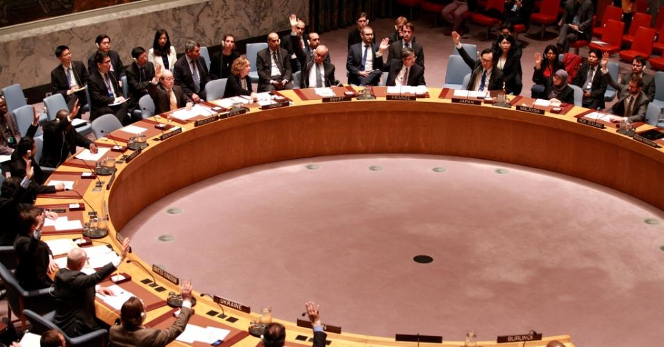 1º.abr.2016 - O Conselho de Segurança da ONU se reúne para discutir a crise no Burundi. Em votação, o conselho aprovou uma resolução solicitando ao Secretário Geral da entidade, Ban Ki-moon, diálogos sobre a presença de forças de paz internacional no país. A nova resolução aprovada por unanimidade abre caminho para presença policial da ONU no Burundi, onde teve início, em abril de 2015, uma grave crise após protestos contra o terceiro mandato do presidente Pierre Nkurunziza