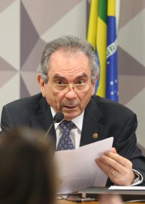 O presidente da comissão especial do impeachment no Senado, Raimundo Lira (PMDB-PB)