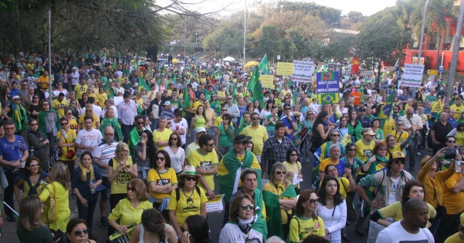 31.jul.2016 - O Rio Grande do Sul também teve protesto contra a presidente afastada, Dilma Rousseff (PT). Em Porto Alegre, manifestantes se reuniram no Parcão para defender o afastamento definitivo da petista
