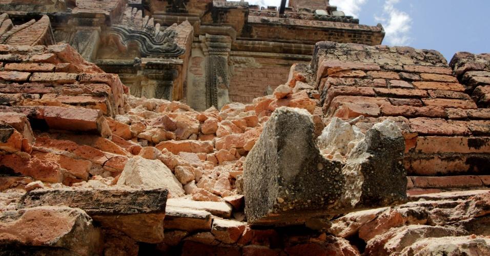 25.ago.2016 - Templo foi parcialmente destruído em sítio arqueológico de Bagan, em Mianmar. Um terremoto de magnitude 6,8 na escala Richter atingiu o país e danificou quase cem templos centenários da região