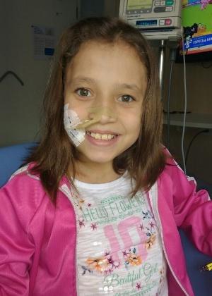 Isabela Diringer, 12, tem má formação no intestino e deve passar por cirurgia na Inglaterra