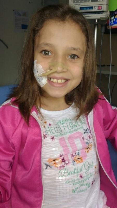 Isabela Diringer, 12, tem má formação no intestino e deve passar por cirurgia na Inglaterra - Arquivo Pessoal