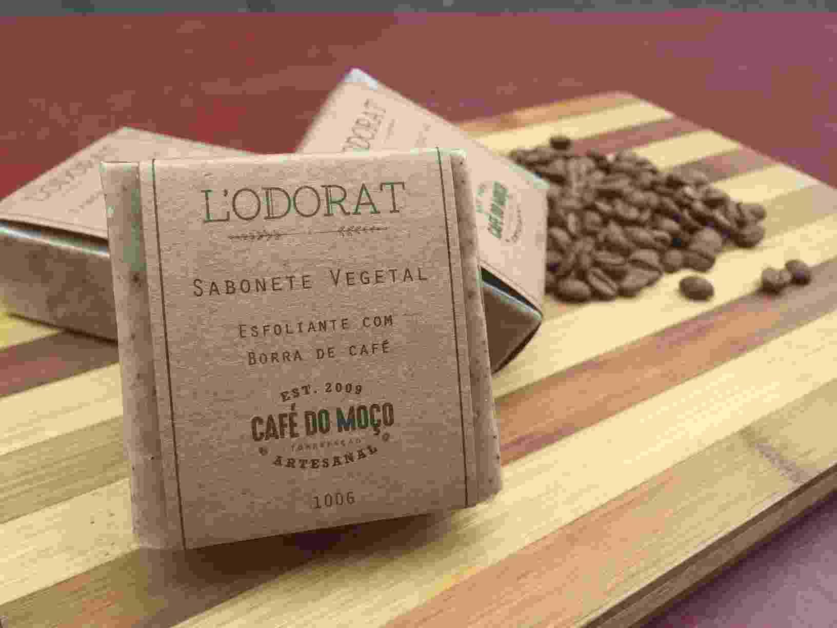 O sabonete artesanal Café do Moço foi criado pelo Grupo Café do Moço, que utiliza borra do café em sua composição - Divulgação