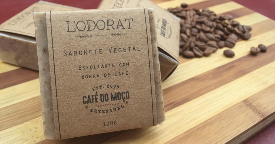 O sabonete artesanal Café do Moço foi criado pelo Grupo Café do Moço, que utiliza borra do café em sua composição