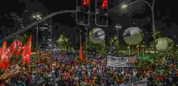 31.mar.2017 - Membros de centrais sindicais e movimentos sociais reúnem-se na Praça da República, no centro de São Paulo, em protesto contra as reformas do governo Temer - Marlene Bergamo/Folhapress - Marlene Bergamo/Folhapress