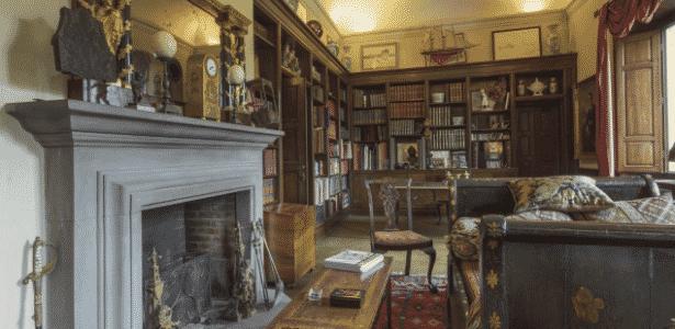 Biblioteca da residência italiana onde morou a irmã de Napoleão  - Reprodução/Sotheby's International Realty - Reprodução/Sotheby's International Realty