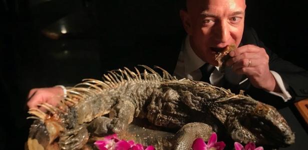 Jeff Bezos come iguana durante evento de gala em Nova York