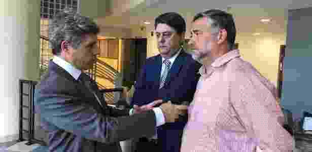 Da esq. para a dir., Paulo Teixeira (PT-SP), Wadih Damous (PT-RJ) e Paulo Pimenta (PT-RS) dentro da sede da Polícia Federal em Curitiba - Benildes Rodrigues