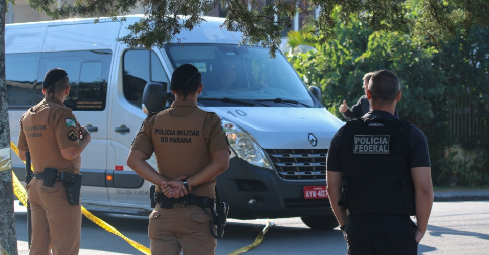 Filhos do Lula chegam na Superintendência da Policia Federa pra visita semanal