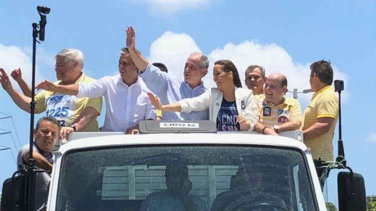 Ciro Gomes (PDT) em carreata em Fortaleza