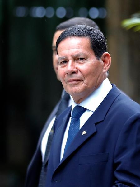 O vice-presidente da República, General Hamilton Mourão, deixa a sede do Círculo Militar, na zona sul de São Paulo, hoje - Marcelo Chello/CJPress/Folhapress