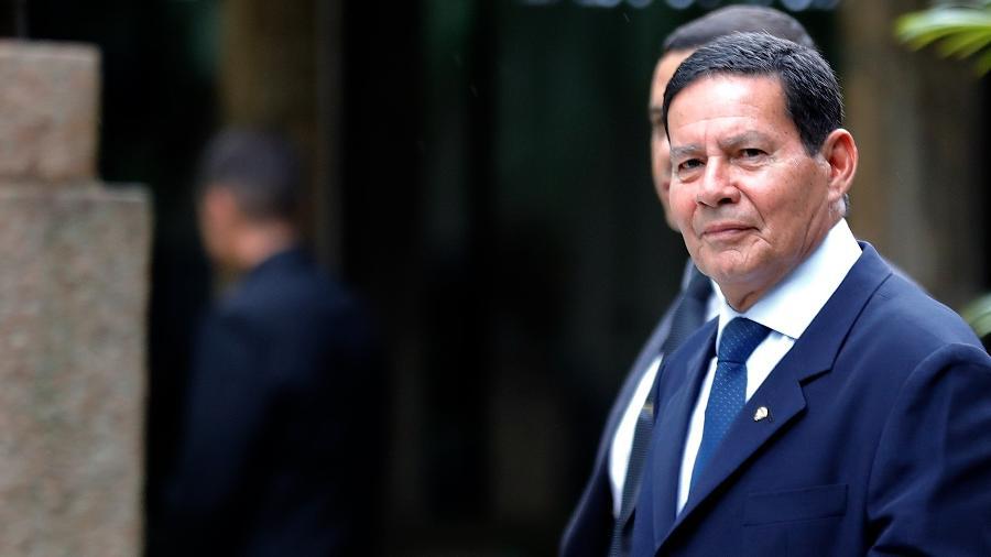 O vice-presidente da República, General Hamilton Mourão, deixa a sede do Círculo Militar, na zona sul de São Paulo - Marcelo Chello/CJPress/Folhapress