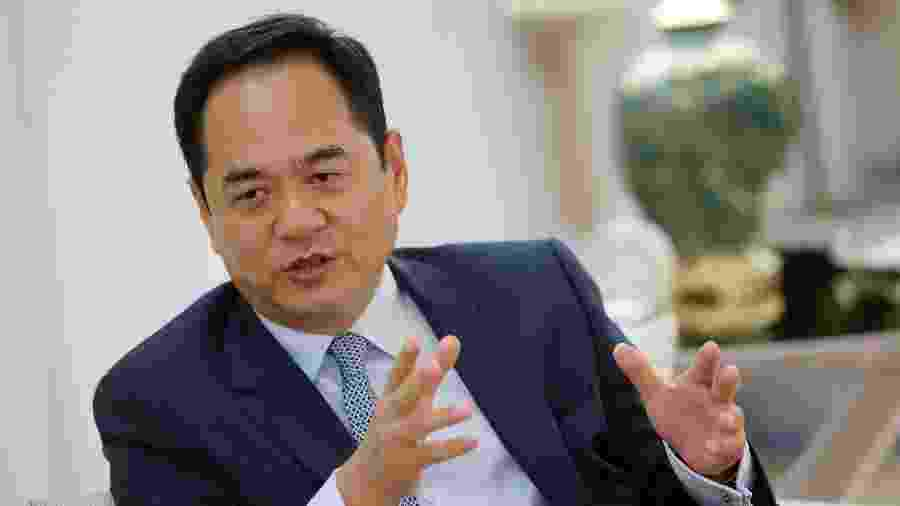 Yang Wanming, embaixador da China no Brasil conversou via telefone com Luiz Henrique Mandetta e estabeleceram ações conjuntas no combate ao coronavírus - Adriano Machado/Reuters