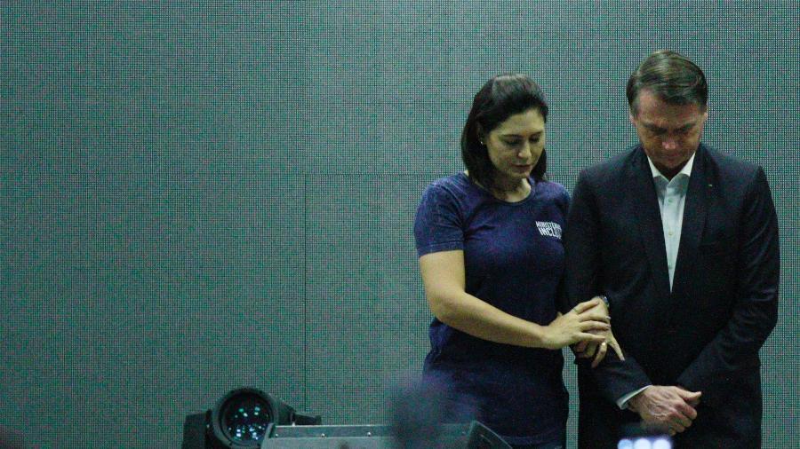 26.mai.2019 - O presidente Jair Bolsonaro e a primeira-dama Michelle participam de culto na Igreja Atitude, no Rio - Jose Lucena/Futura Press/Estadão Conteúdo