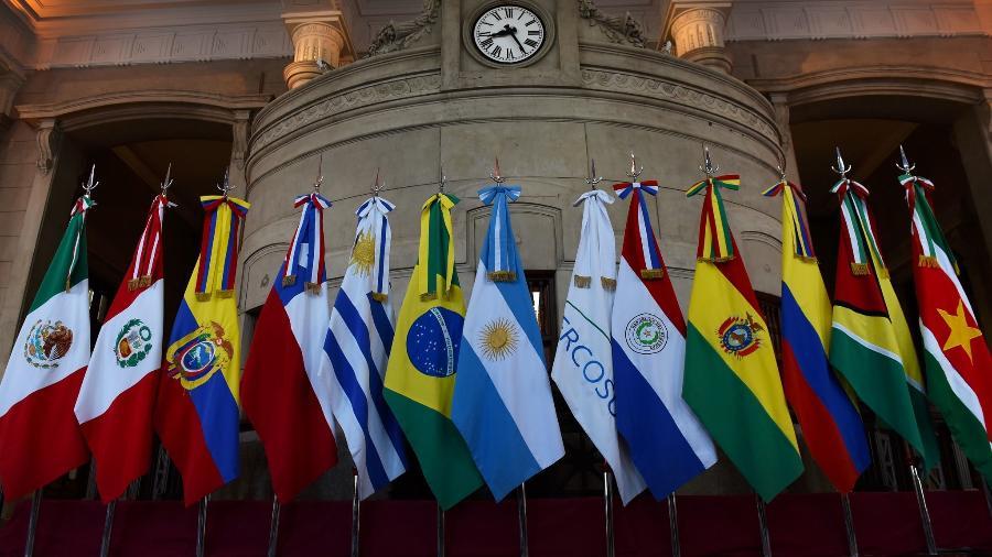 Bandeiras dos países participantes da cúpula do Mercosul, realizada em Santa Fé, na Argentina, em 2019 - Divulgação