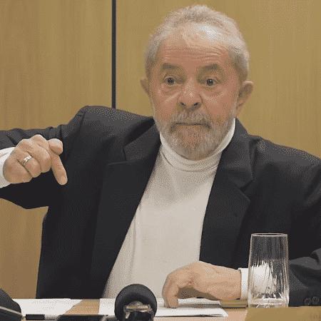 Lula, já preso, em entrevista ao jornalista Bob Fernandes - Reprodução/Youtube